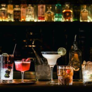 Kokteili-, mahla- ja viskiklaasid